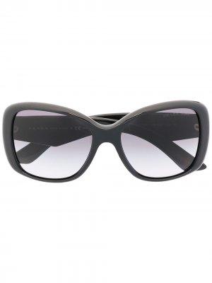 Солнцезащитные очки в массивной квадратной оправе Prada Eyewear. Цвет: черный