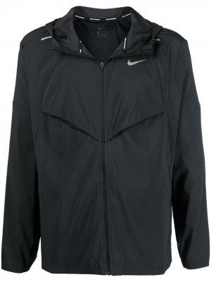 Спортивная куртка Windrunner Nike. Цвет: черный