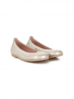 Балетки на низком каблуке Pretty Ballerinas Kids. Цвет: золотистый