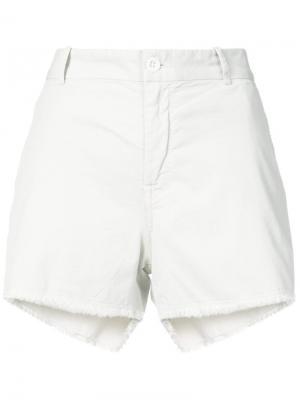 Джинсовые шорты с необработанным краем Nili Lotan. Цвет: белый