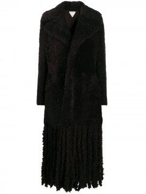 Длинное фактурное пальто Bottega Veneta. Цвет: коричневый