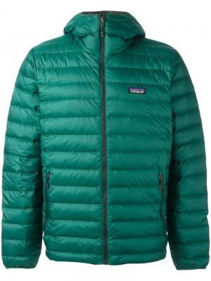 Куртка-пуховик с капюшоном Patagonia. Цвет: зеленый