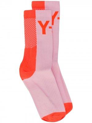Носки в рубчик с логотипом Y-3. Цвет: розовый