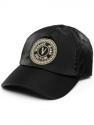 Бейсболка с логотипом V-Emblem Versace Jeans Couture. Цвет: черный