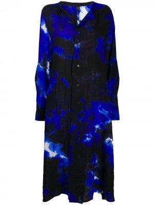Ys платье-рубашка с абстрактным принтом Y's. Цвет: синий