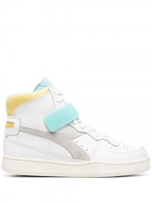 Кроссовки в стиле колор-блок Diadora. Цвет: белый