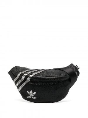Поясная сумка с полосками adidas. Цвет: черный