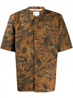 Рубашка с короткими рукавами и цветочным принтом Norse Projects. Цвет: коричневый