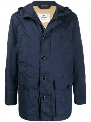 Куртка с капюшоном и карманами Woolrich. Цвет: синий