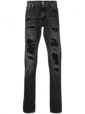 Прямые джинсы с рваными деталями Alexander McQueen. Цвет: черный