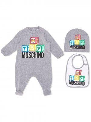 Комплект из комбинезона, шапки и нагрудника Moschino Kids. Цвет: серый
