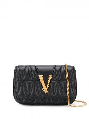 Мини-сумка через плечо с металлическим логотипом Versace. Цвет: черный