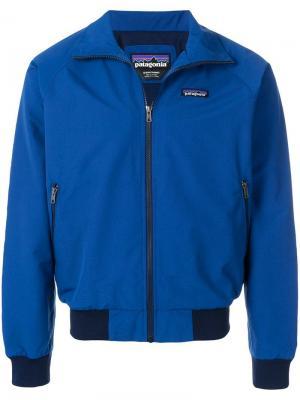 Куртка-бомбер с фирменной нашивкой Patagonia. Цвет: синий
