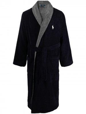 Двухцветный халат с нашивкой-логотипом Polo Ralph Lauren. Цвет: синий
