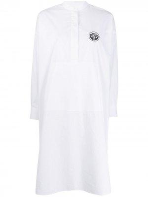 Платье-рубашка с нашивкой-логотипом MM6 Maison Margiela. Цвет: белый