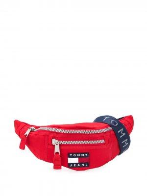 Поясная сумка с нашивкой-логотипом Tommy Jeans. Цвет: красный