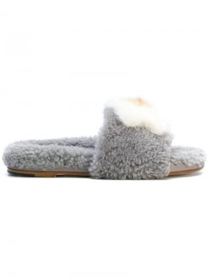 Пушистые сандалии Anya Hindmarch. Цвет: серый