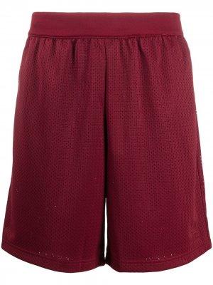 Спортивные шорты с перфорацией adidas. Цвет: красный