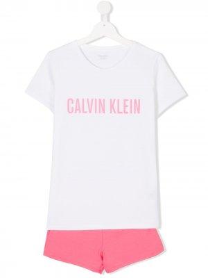 Комплект из футболки с логотипом и шортов Calvin Klein Kids. Цвет: белый