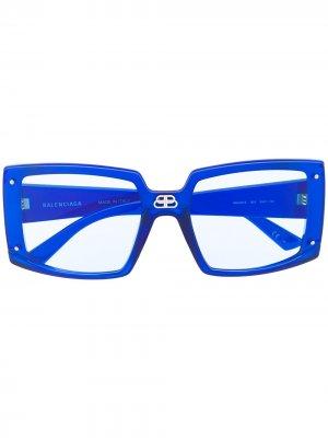 Солнцезащитные очки Shield в массивной квадратной оправе Balenciaga Eyewear. Цвет: синий