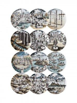 12 тарелок с принтом игральных карт Fornasetti. Цвет: разноцветный