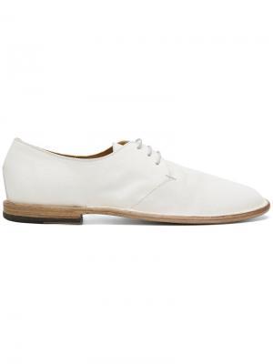 Туфли с эффектом потертости на шнуровке Pantanetti. Цвет: белый