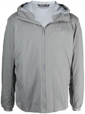 Arcteryx легкая куртка Atom с капюшоном Arc'teryx. Цвет: серый