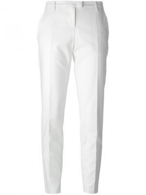 Узкие брюки Moncler. Цвет: нейтральные цвета