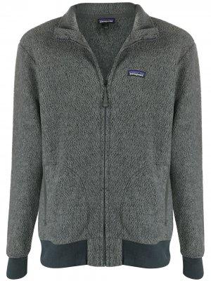 Легкая куртка из переработанной шерсти Patagonia. Цвет: серый