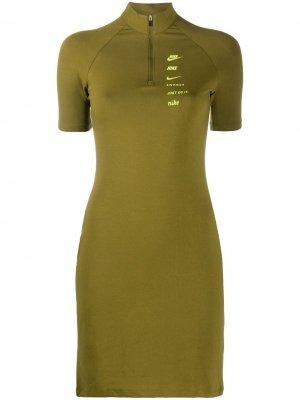 Спортивное платье с логотипом Nike. Цвет: зеленый