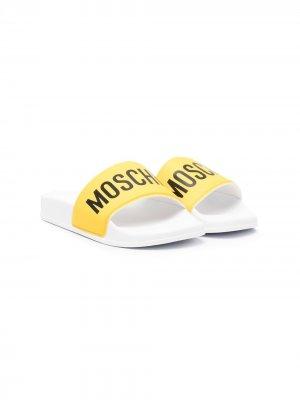 Шлепанцы с открытым носком и логотипом Moschino Kids. Цвет: желтый