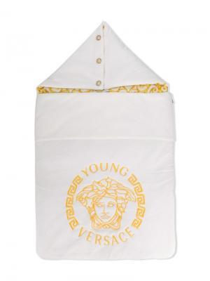 Спальный мешок с логотипом Young Versace. Цвет: белый