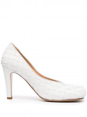 Туфли-лодочки с плетением Intrecciato Bottega Veneta Pre-Owned. Цвет: белый