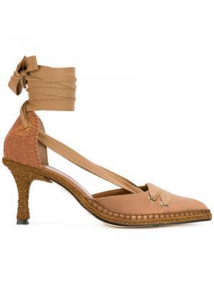Туфли на невысоких каблуках Castañer. Цвет: коричневый